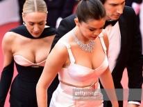 Thảm đỏ LHP Cannes 2019: Selena 'bức thở' với vòng 1 khủng, Ella Fanning như bà hoàng bên dàn siêu mẫu Victoria's Secret