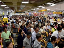 Chen lấn chờ vào siêu thị Hàn Quốc khai trương tại Sài Gòn