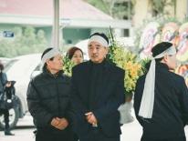 NSƯT Quốc Khánh tiều tụy, phờ phạc trong đám tang mẹ