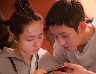 'Chị Đẹp' lại tung ảnh hậu trường tình tứ khiến 'mọt phim' mong ngóng cuối tuần
