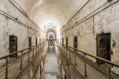 Ảnh: Rợn người những nhà tù bị bỏ hoang như trong phim kinh dị - 6