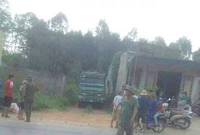 Nghệ An: Phát hiện người đàn ông tử vong dưới gầm xe