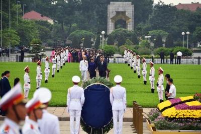 Đại biểu QH viếng Chủ tịch Hồ Chí Minh ngày khai mạc kỳ họp thứ 7 - 2