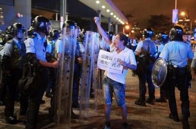 Giải tán 1 triệu người, Hong Kong tạm 'qua cơn sóng gió' - 2