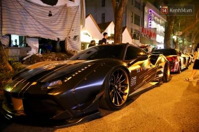 Dàn siêu xe hơn 300 tỷ rầm rộ tụ họp trên đường phố Hà Nội, Cường Đô La và vợ cũng xuất hiện với chiếc Audi R8V10 - 12