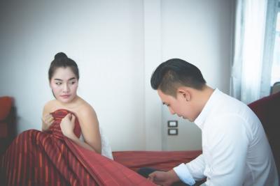 Vợ chồng lười 'yêu' ngày nắng nóng và những cấm kỵ khi lên giường tránh đột tử - 1