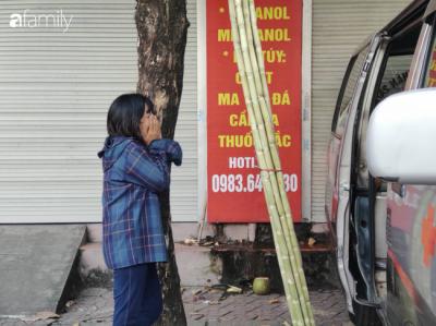 Nhói lòng cảnh người mẹ gục đầu vào xe cấp cứu khóc ngất, liên tục gọi tên con trai nghi bị sát hại ở Hà Nội - 5