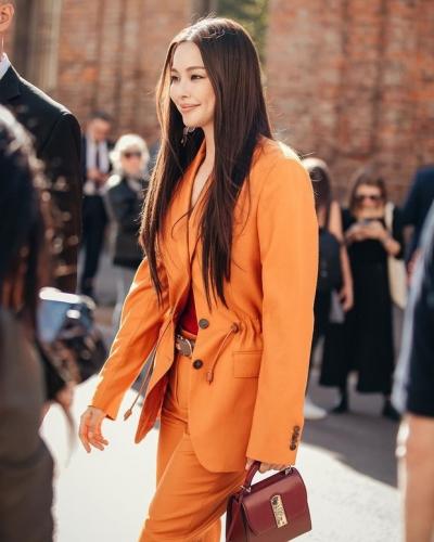 Sao Hàn mặc blazer: 5 công thức thường xuyên được sử dụng để diện thật trẻ trung chiếc áo đứng đắn này - 9