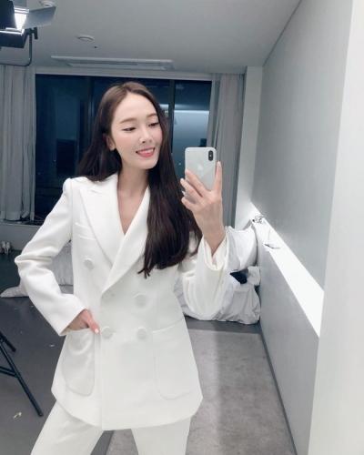Sao Hàn mặc blazer: 5 công thức thường xuyên được sử dụng để diện thật trẻ trung chiếc áo đứng đắn này - 10