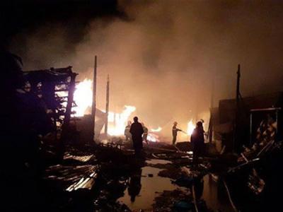 9 lò than bốc cháy ngùn ngụt, hơn 50 cán bộ chiến sĩ PCCC dập lửa thâu đêm