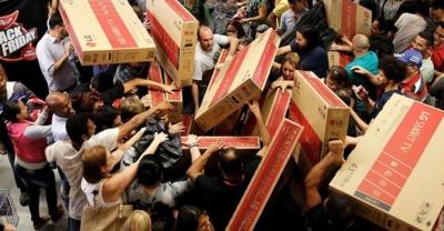 Sự thật Black Friday: Giảm giá sập sàn, vét túi khách hàng ăn lãi hàng nghìn tỷ đồng - 1