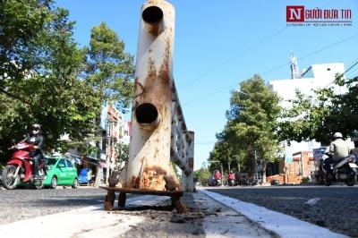Chùm ảnh: Những 'cái bẫy' chết người từ dải phân cách hư hỏng ở Ninh Thuận - 4