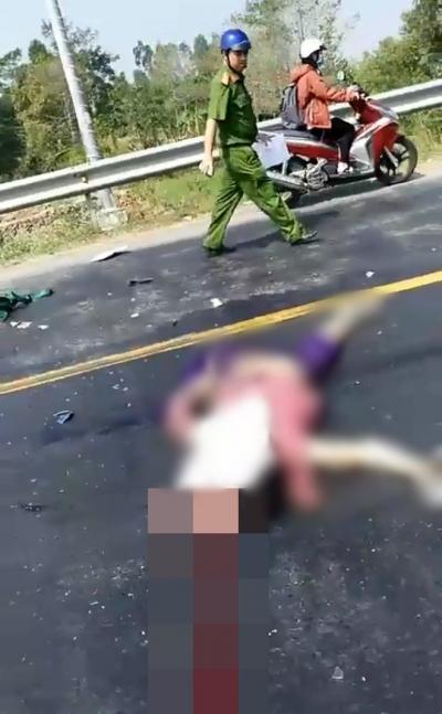 Va chạm với xe máy khiến 2 vợ chồng tử vong ngày giáp Tết, tài xế xe khách bật khóc nức nở gọi điện cho người thân