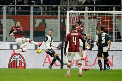 Ronaldo ghi bàn phút cuối cứu Juventus ở bán kết lượt đi Coppa Italia