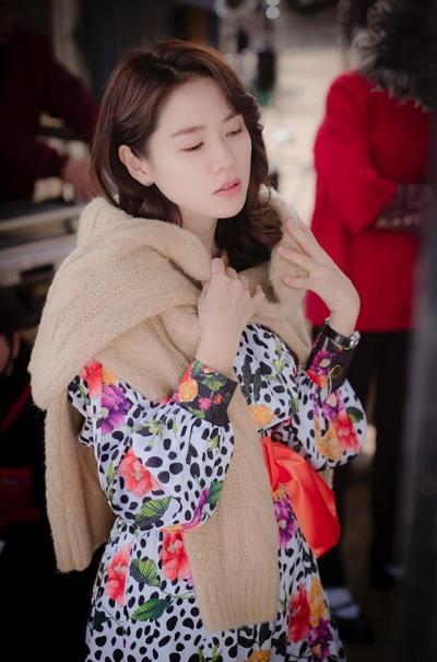 Phim gần hết mà set đồ hơn 100 triệu Son Ye Jin mặc khi rửa bát vẫn khiến dân tình trầm trồ không ngớt - 1