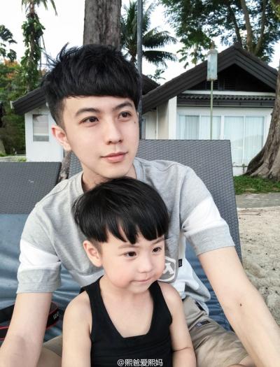Sau 4 năm, gia đình bố đẹp trai, mẹ xinh gái, con đáng yêu hot nhất MXH Trung Quốc một lần nữa khiến dân tình phải khóc ròng ghen tị