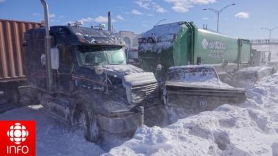 200 xe đâm liên hoàn ở Canada: 2 người chết, 70 người bị thương - 10