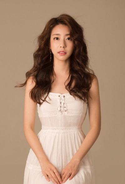 Thông tin hiếm hoi về cô dâu xinh đẹp của So Ji Sub: Kém 17 tuổi, học vấn cực cao và được tôn làm 'nữ thần' tại Hàn Quốc - 3