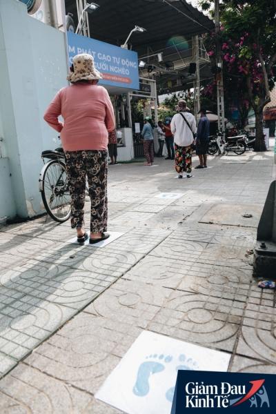 Máy 'ATM nhả ra gạo' miễn phí cho người nghèo giữa thời dịch ở Sài Gòn - 2