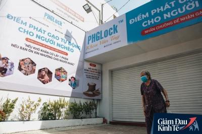 Máy 'ATM nhả ra gạo' miễn phí cho người nghèo giữa thời dịch ở Sài Gòn - 12