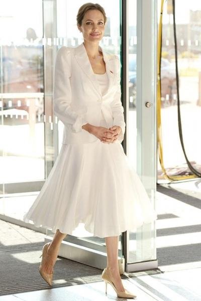 Phong cách thời trang thanh lịch Angelina Jolie - 15