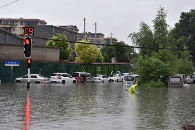 Những hình ảnh đáng sợ về cơn 'đại hồng thủy' ở miền Nam Trung Quốc gây ra bởi những cơn mưa dai dẳng kéo dài hơn 30 ngày - 22