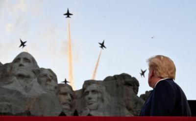 Ảnh: Mỹ mừng Quốc khánh giữa dịch Covid-19 với chiến cơ và pháo hoa - 11