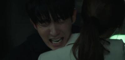 'Hoa của quỷ': Nghẹn ngào cảnh Lee Jun Ki ôm vợ - Moon Chae Won òa khóc nức nở vì thân phận bị bại lộ - 7