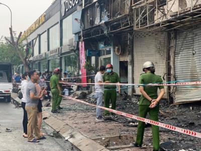 Chi nhánh ngân hàng Eximbank bốc cháy dữ dội lúc rạng sáng, ngọn lửa bao trùm khiến nhiều người hoảng sợ - 2