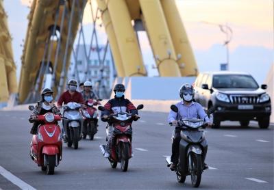 Phố xá, khu vui chơi ở Đà Nẵng nhộn nhịp trong đêm đầu tiên trở lại trạng thái 'bình thường mới' - 6