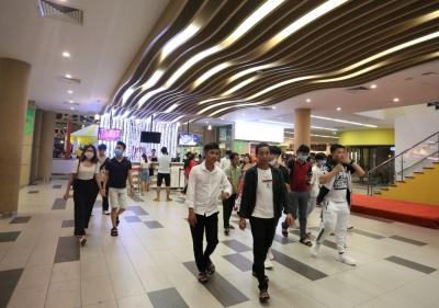 Phố xá, khu vui chơi ở Đà Nẵng nhộn nhịp trong đêm đầu tiên trở lại trạng thái 'bình thường mới' - 16