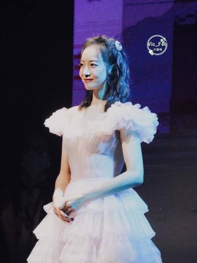 Kim Ưng 2020: Tống Thiến gây bão Weibo vì tỏ thái độ khó chịu, chề môi khi Triệu Lệ Dĩnh đoạt giải - 4