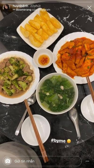 Nhật Lê - 'tình cũ' Quang Hải khoe mâm cơm tự nấu sang xịn như nhà hàng, so với cơm Huỳnh Anh nấu quả là khác nhau trời vực! - 3