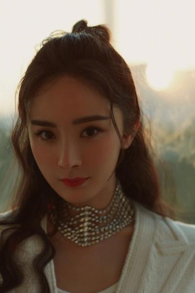 Dàn sao Hoa ngữ đổ bộ sự kiện countdown cuối năm: Dương Mịch đẹp như nữ thần, Angelababy - Huỳnh Hiểu Minh 'né nhau' sau tin đồn ly hôn - 1