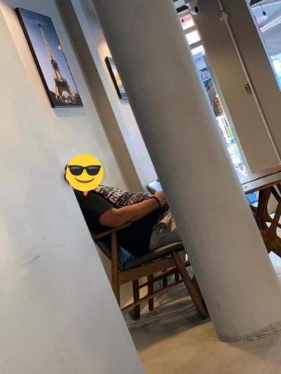 Mở quán cà phê được một tháng, chủ quán mếu máo đăng đàn cầu cứu vì vị khách mang nước tới ngồi từ sáng đến chiều - 1