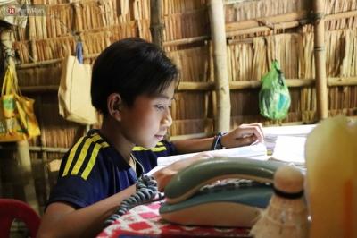 Bố mẹ bỏ rơi, bé trai 13 tuổi đi nhặt củi dừa, bán vé số nuôi bà nội mù lòa: 'Con ước được ăn no, không phải nhịn đói nữa' - 14