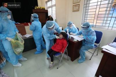 Hà Nội: Tiến hành lấy mẫu xét nghiệm Covid-19 cho hơn 1.000 học sinh Trường tiểu học Xuân Phương - 13