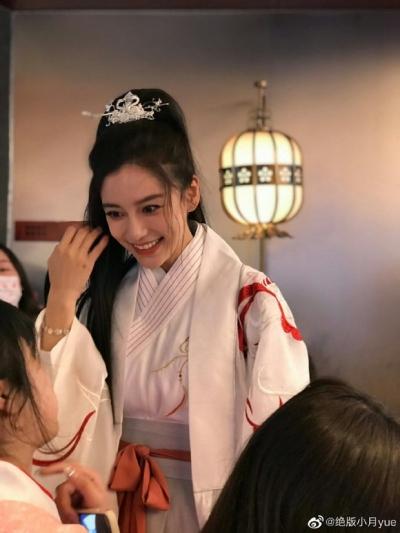 Angela Baby tổ chức sinh nhật mừng tuổi 32 ở nơi không ai ngờ, Huỳnh Hiểu Minh đang ra sao? - 2