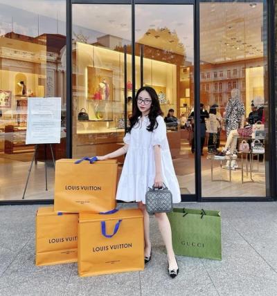 Đẳng cấp chịu chơi như Joyce Phạm: Đã shopping là phải xách cả núi hàng hiệu về nhà, mua 1 kiểu giày nhưng phải 5 đôi 5 màu mới chịu! - 7
