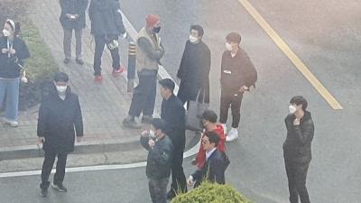 Lộ cảnh quay phim mới của Hyun Bin: Đẹp trai siêu cấp, Son Ye Jin còn lái xe đến tận trường quay đón về nhà? - 2