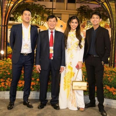 Tỷ phú Johnathan Hạnh Nguyễn chụp hình cùng 3 người con trai: Đỉnh cao giàu sang và quyền lực - 6