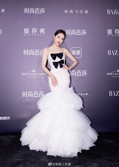 Đọ sắc cùng dàn mỹ nhân trên thảm đỏ, Tống Thiên bị chê chọn váy lộ khuyết điểm - 3