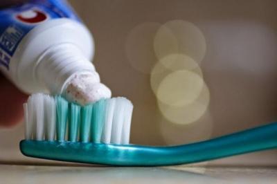Bạn đang tự phá hỏng răng của mình bằng 11 thói quen hằng ngày này - 2