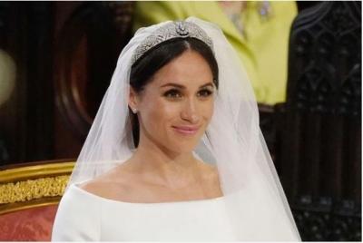 Chuyên gia tiết lộ chuyện xoay quanh drama chiếc vương miện bị Nữ hoàng cấm dùng của Meghan, Harry cũng bị nhắc nhở răn đe - 1