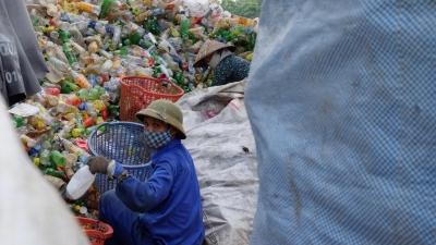 Ngôi làng 'sống chung' với nhựa phế thải lớn nhất Thủ đô