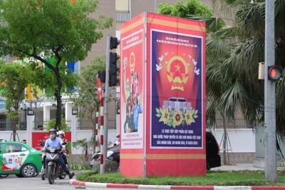 Đường phố Hà Nội rực rỡ pano, áp phích cổ động ngày bầu cử - 4