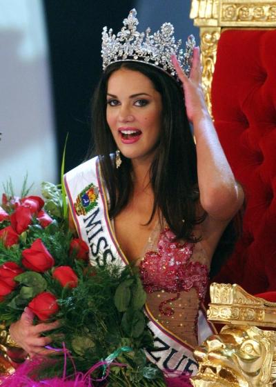 Chứng kiến cảnh cha mẹ bị giết chết, con gái nhỏ của Hoa hậu Venezuela may mắn sống sót có cuộc sống gây kinh ngạc sau 7 năm