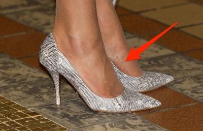 Bí ẩn tủ đồ Hoàng gia: Mẹo giúp Kate đứng thoải mái trên giày cao gót suốt nhiều giờ - 1