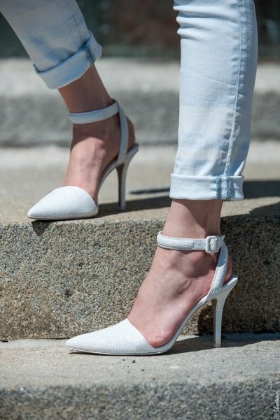Có một kiểu giày tưởng hot trend sang chảnh nào ngờ lại khiến chân đen nhẻm, thô kệch dưới nắng hè - 4