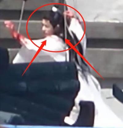 Tiêu Chiến lộ cánh tay đẫm máu như bị 'băm nát' ở Ngọc Cốt Dao, gương mặt trắng bệch khiến fan lo sốt vó - 1